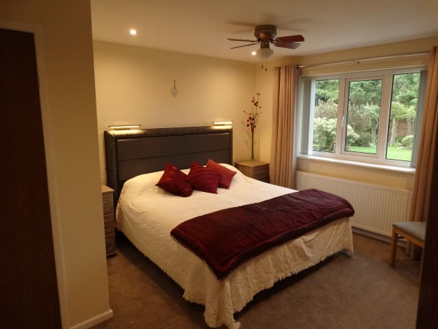 Well presented, spacious suite with garden view.