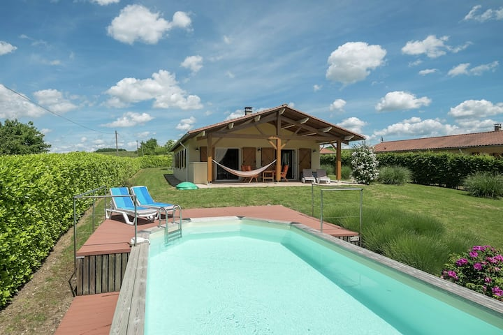 Spacious Holiday Home in Sadillac with Swimming  Pool