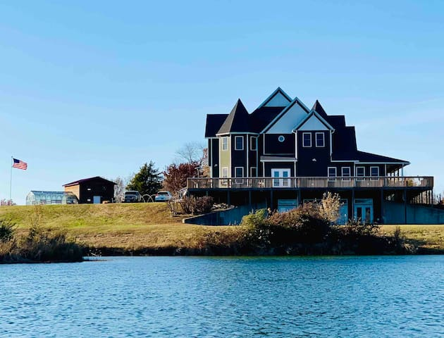 Labrador Lakehouse Traveling RN 50% off