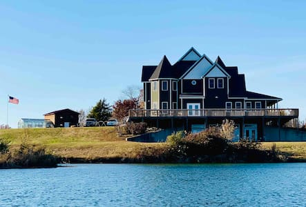 Labrador Lakehouse is OPEN Queen Turret With Bath