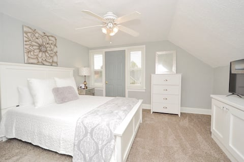 Cozy 2 BR in 2 Flat Near Lake, Great Lakes Navy