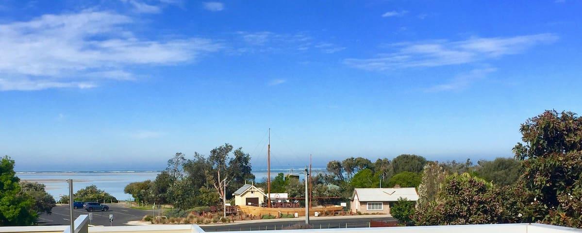 PURE SHORES- Beach 300m, Sea Views, Wifi, Netflix.