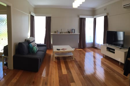 Cozy and renovated house in Bentleigh East - Bentleigh East - บ้าน