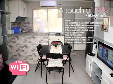 touch of Pink 3 bedroom house near Island Hopping