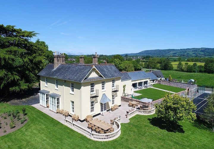 Tatham House, all en-suite, indoor pool, tennis court & hot tub.