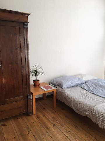 Sunny room in shared Flat - central Friedrichshain
