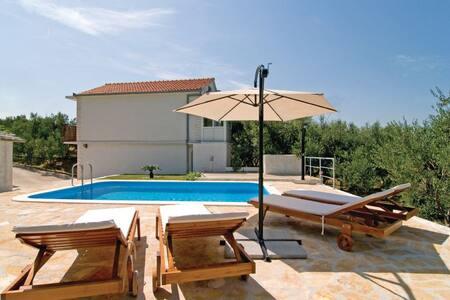 1 Bedroom Home in Kastel Sucurac - Kastel Sucurac