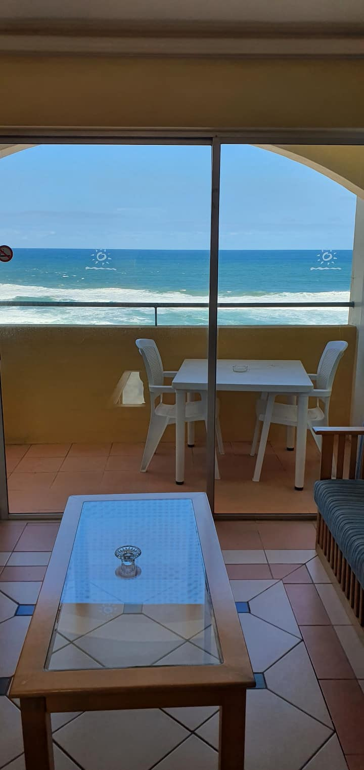 3 bedroom beachfront Apartment