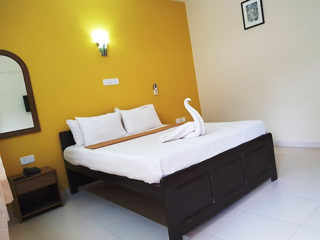 AC Rooms 3 mins from Candolim Beach