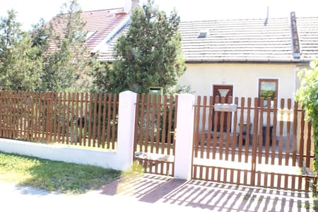 Charming 2BDRM house in Budapest - Budapest - Talo