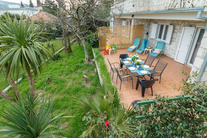Family House 100m to sea : Garden, BBQ, Parking