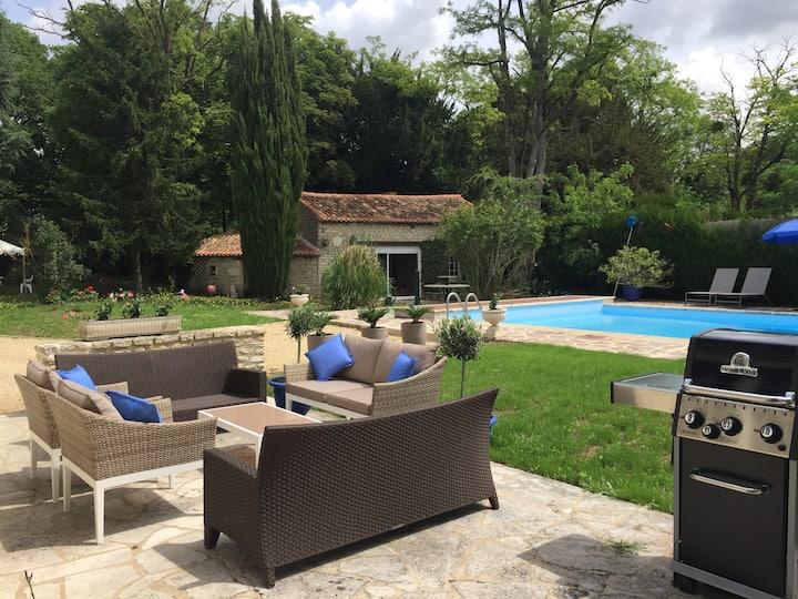 15mn FUTUROSCOPE propriété charme piscine chauffée