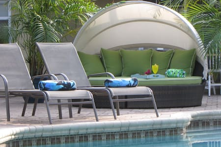 Siesta Key Zen Den- Relax and Recharge Poolside!