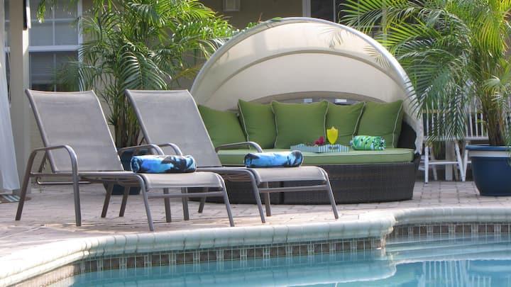 Siesta Key Zen Den- Relax and Recharge Poolside!