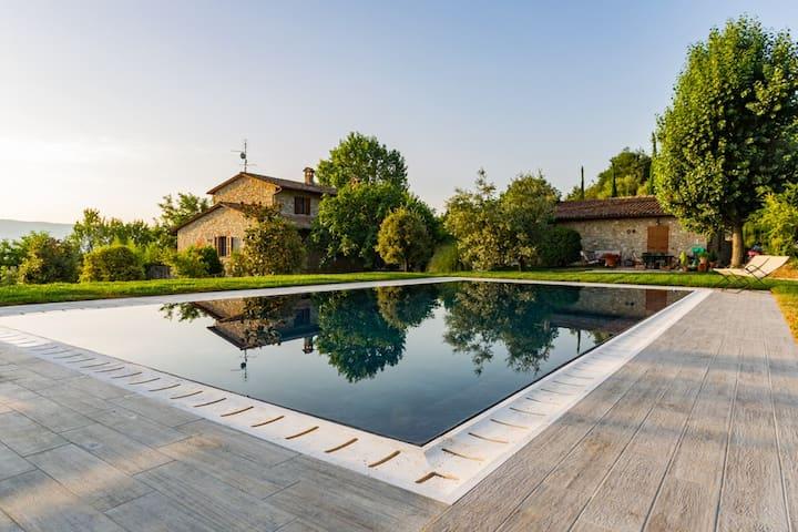 Appartamento in villa e piscina a 10min dal centro