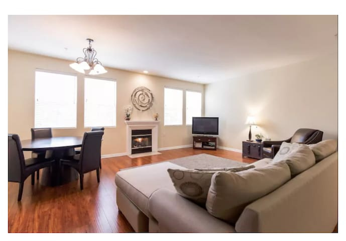 Modern, Clean Home minutes from Universal Studios