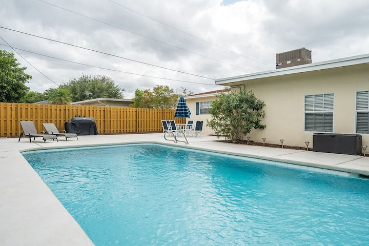 Oasis Near Beach w/ Heated Pool - Pet Friendly! 🌴🌴