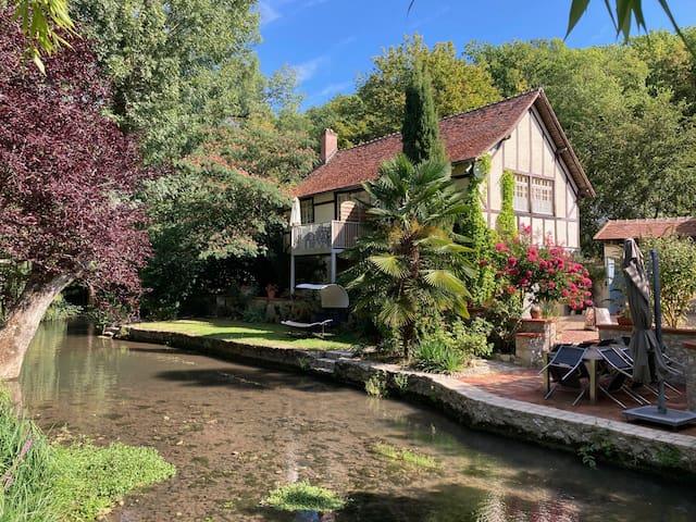 Bel appartement terrasse vue sur parc et rivière