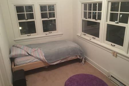 Cozy room near medical district - Spokane - Haus