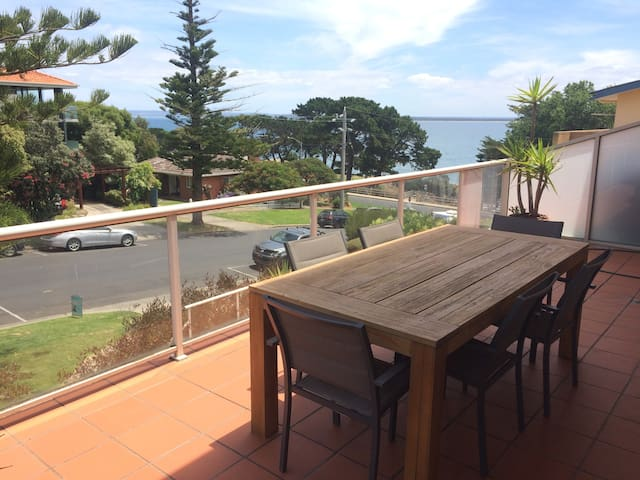Phillip Island (Cowes) Getaway - private room