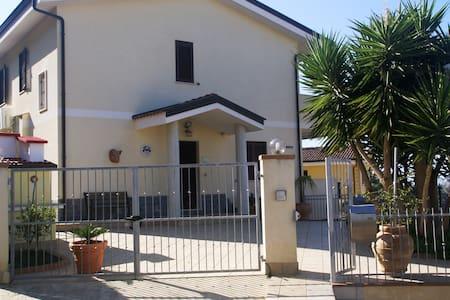 Villa Del sole Prestigiosa villa seminuova Ottima - Tropea