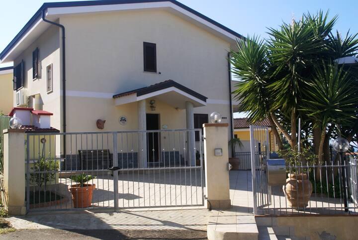 Villa Del sole Prestigiosa villa seminuova Ottima