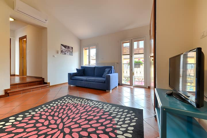 Towers View Historic Centre Apt ★ Family Friendly