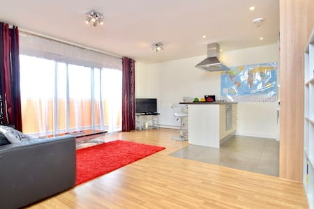 Gorgeous flat close to Canary Wharf and the City