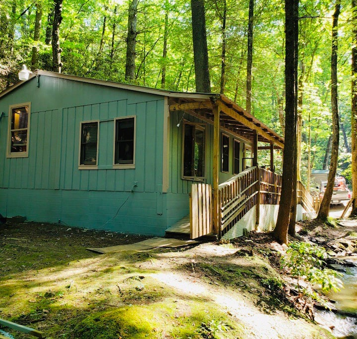 Cozy Cabin on the Creek; Private & Pet Friendly!