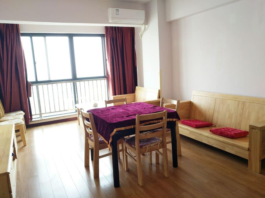 这间是麻将房 您可以提前和海小姐预定,也可以和其他房客一起凑一桌呦