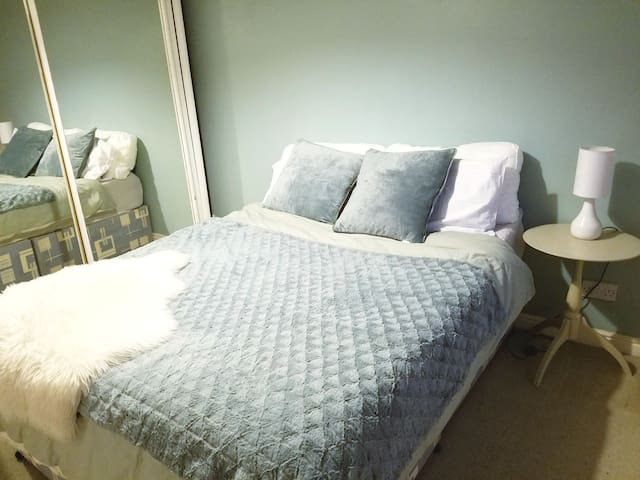 In city centre, 2 bedroom, living room, Kitchen