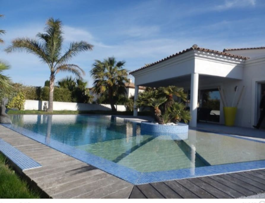 Villa de standing avec piscine maisons louer sanary for Camping sanary sur mer avec piscine