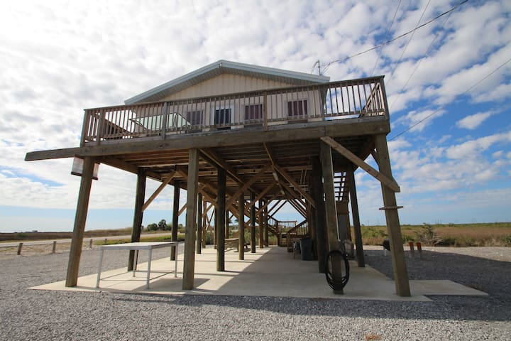 Waterfront Fun is Waterfront in Grand Isle w/boat access - Grand Isle - Casa
