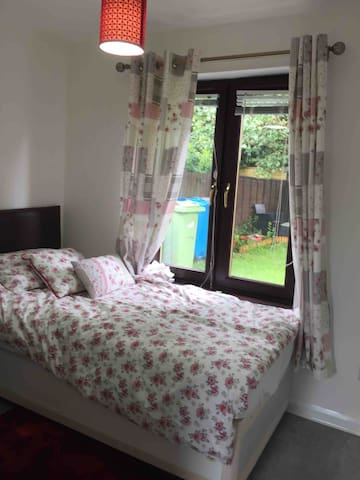 Lovely double bedrooms in Newton Mearns