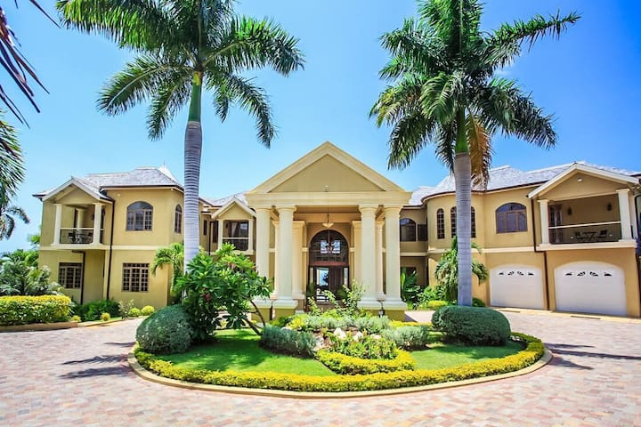 LUXURY! LARGE! FAMILY REUNIONS! FULLY STAFFED! Golden Castle Villa 5BR
