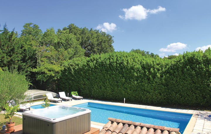 Beautiful home in Puygiron with Jacuzzi, Sauna and WiFi