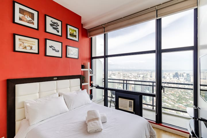 68F - Stunning View Penthouse + Home Entertainment