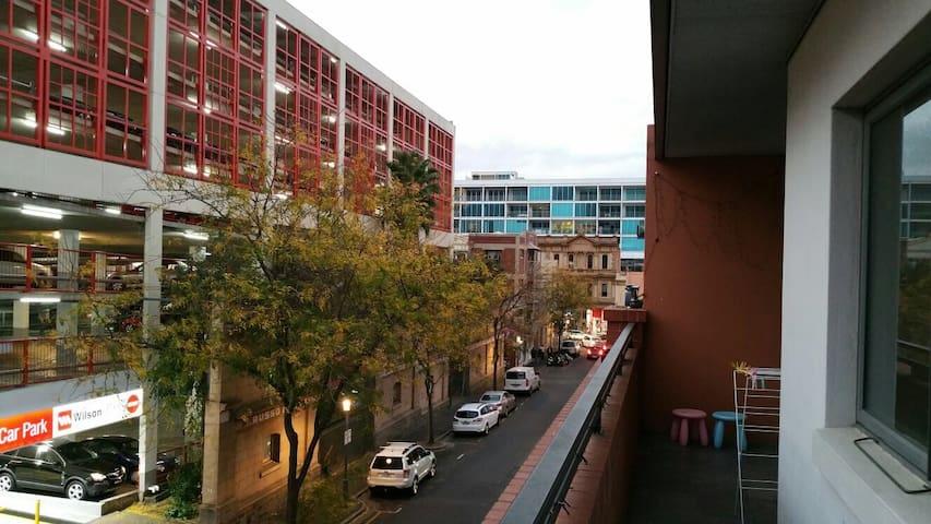 2 Bedroom Apartment in Adelaide CBD - Adelaide - Pis