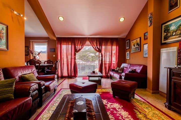 Luxury Three Bedroom Apartment with Sea View