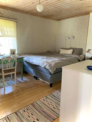 Master bedroom. Queen size 160 cm bed. Bedsheets included.
