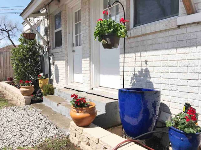 Charming house in Heart of OKC 2W- wk/mo discounts