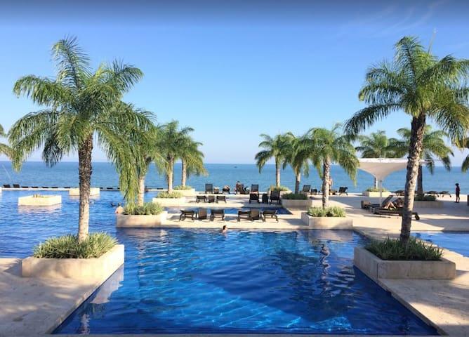 Beach Front & Golf Course Top Floor Buenaventura
