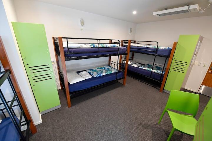 6 Bed Mixed Ensuite Dorm - YHA Wellington