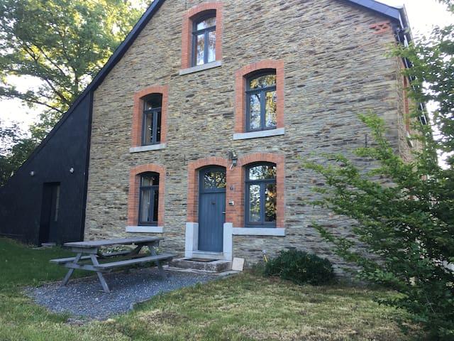 Maison dans un endroit calme et paisible