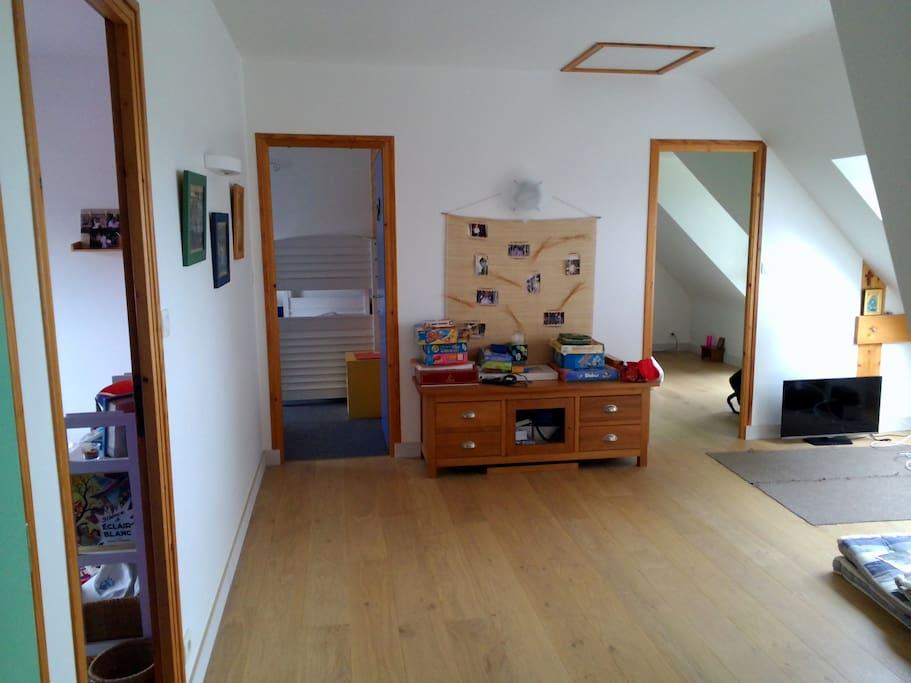mezzanine dégagée pour espace TV ou jeux