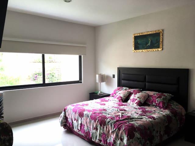Recamara 3 con closet. Third bedroom with closet.
