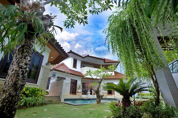 Jimbaran Villa near Four Seasons