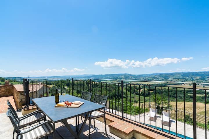 Deluxe Mansion in Umbria with a Pool
