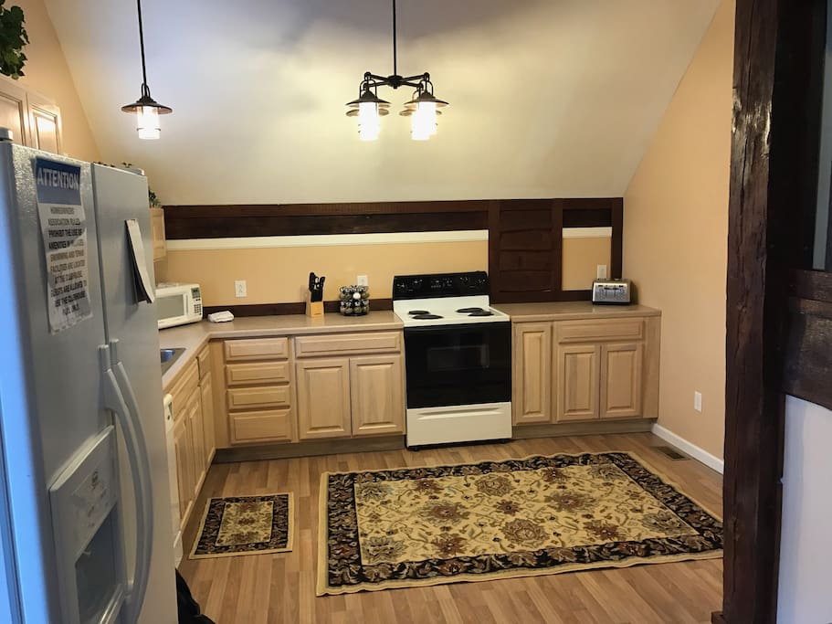 Well equipped kitchen with two coffeemakers (keurig and brewed, 4-slice toaster, dinnerware for 8 and even spices!