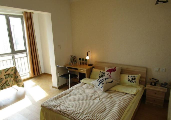 Spacious double room with en suite by South wales